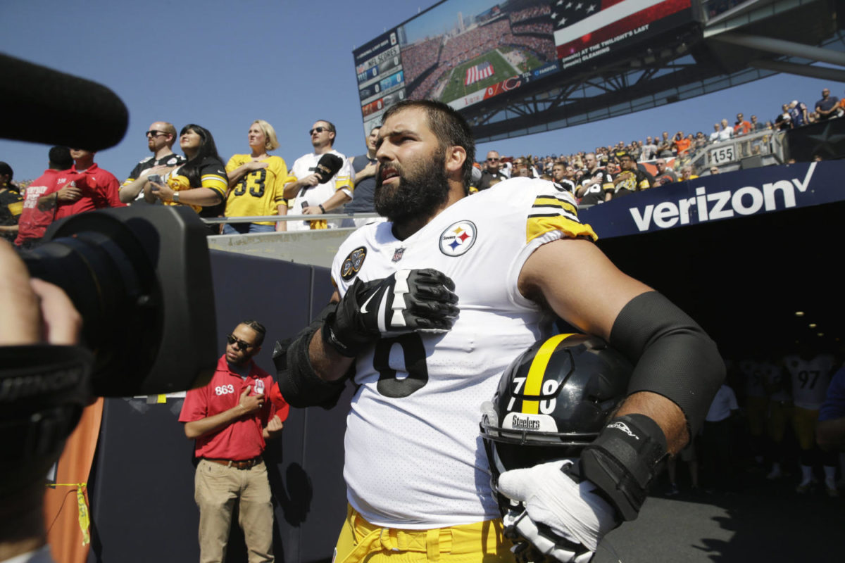 Steelers' Alejandro Villanueva Stands Alone for National Anthem