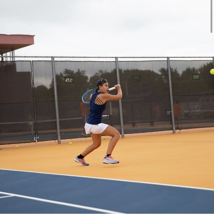 Freshman Stella De Vera Qualifies for State